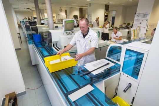 Klinisch laboratorium AZ Nikolaas behaalt internationaal kwaliteitslabel